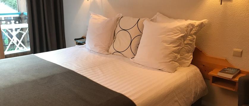 france_portes-du-soleil_morzine_hotel-bel-alpe_bedroom3.jpg